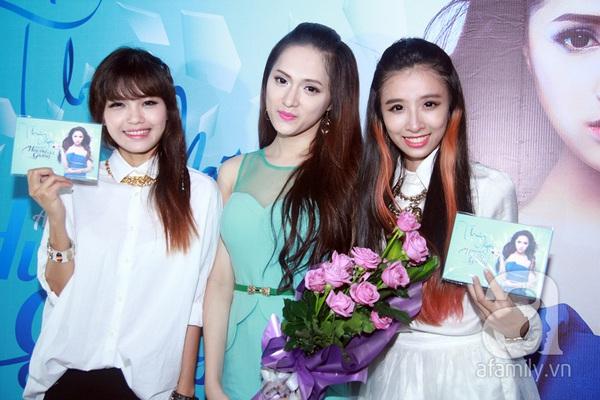 Hương Giang Idol nữ tính bên bố mẹ ruột 8