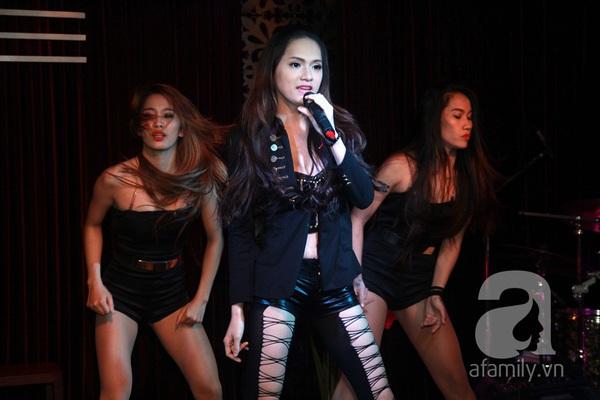 Hương Giang Idol nữ tính bên bố mẹ ruột 12