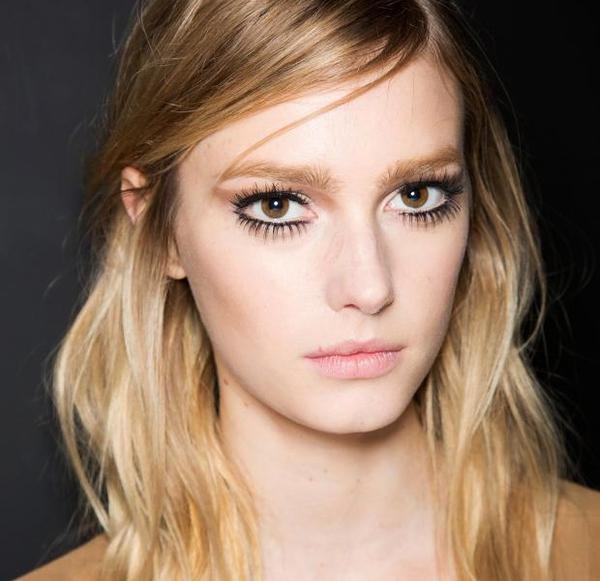 10 mẹo cơ bản giúp bạn sử dụng mascara dễ dàng, hiệu quả hơn 3