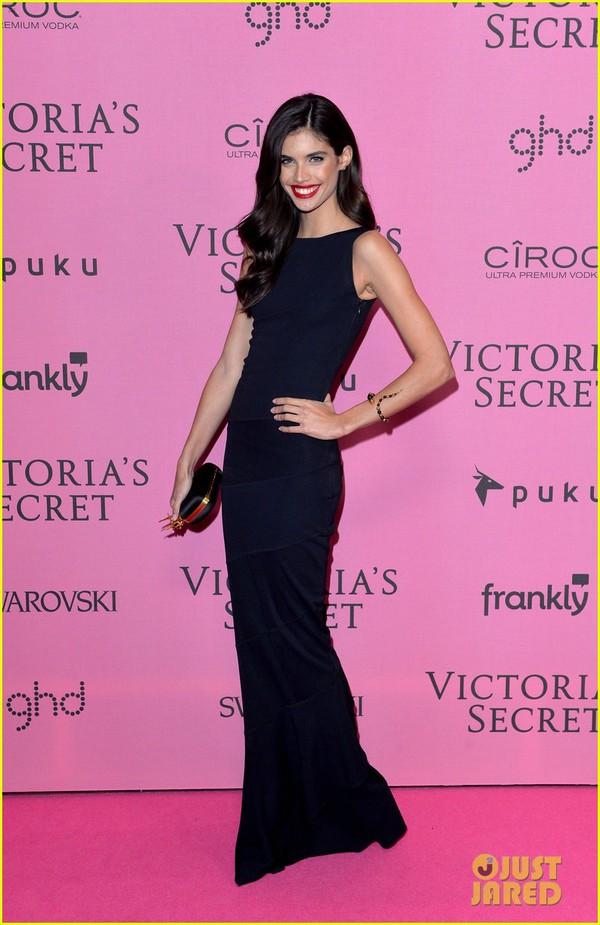 Ngọc Trinh & Khánh My cũng xuất hiện trên thảm đỏ Victoria's Secret Show 22