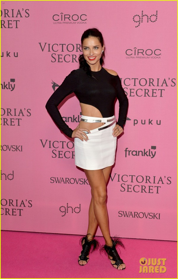 Ngọc Trinh & Khánh My cũng xuất hiện trên thảm đỏ Victoria's Secret Show 20