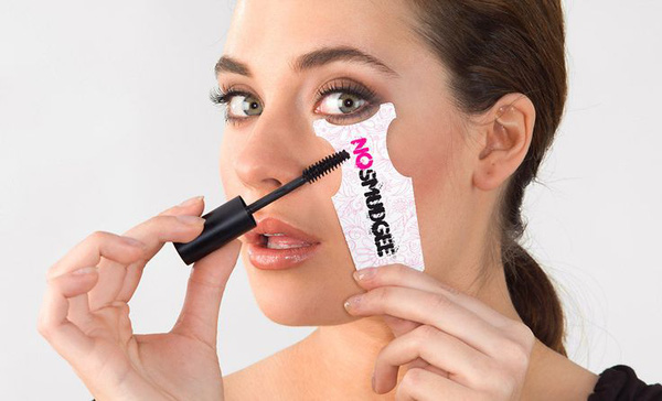 10 mẹo cơ bản giúp bạn sử dụng mascara dễ dàng, hiệu quả hơn 6