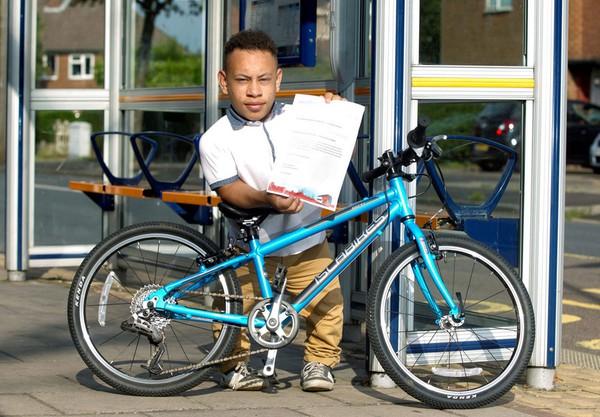 Một thiếu niên bị cấm lên xe buýt vì thiếu giấy chứng nhận tàn tật 1
