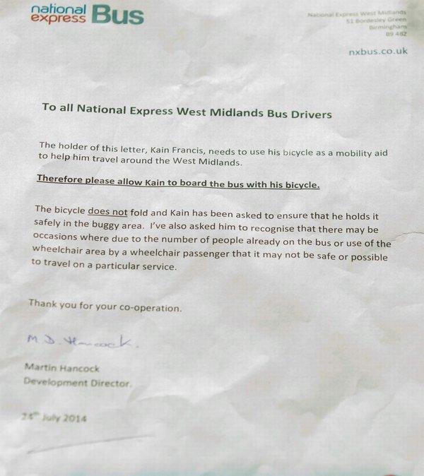 Một thiếu niên bị cấm lên xe buýt vì thiếu giấy chứng nhận tàn tật 2