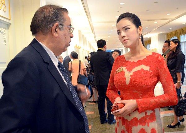Lý Nhã Kỳ ấn tượng tại Hội nghị kim hoàn Thái Lan 3