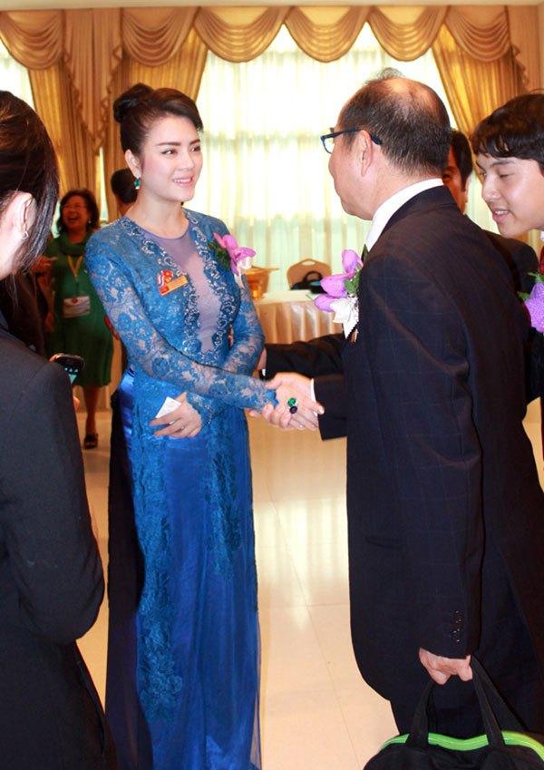 Lý Nhã Kỳ ấn tượng tại Hội nghị kim hoàn Thái Lan 4
