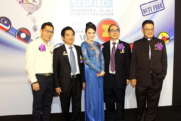 Lý Nhã Kỳ ấn tượng tại Hội nghị kim hoàn Thái Lan 5