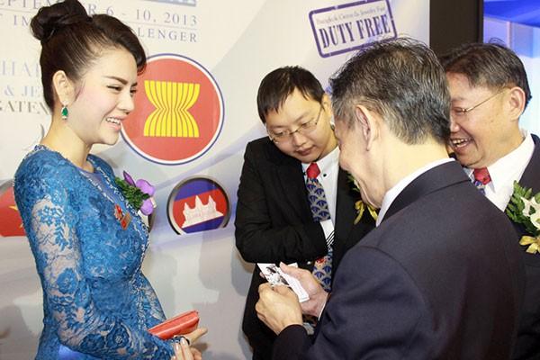 Lý Nhã Kỳ ấn tượng tại Hội nghị kim hoàn Thái Lan 8