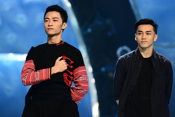 Thu Minh ân cần lau nước mắt cho thí sinh bị loại 10