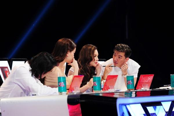 Cô bé Hạnh Phúc khiến giám khảo X-Factor... đẻ trứng! 1