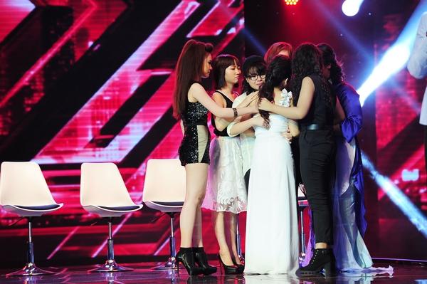 Cô bé Hạnh Phúc khiến giám khảo X-Factor... đẻ trứng! 10