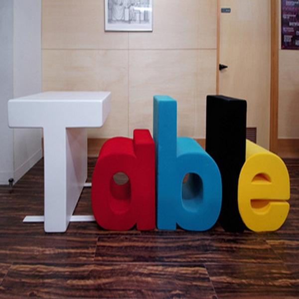 Những mẫu bàn siêu ấn tượng cho phòng khách 6
