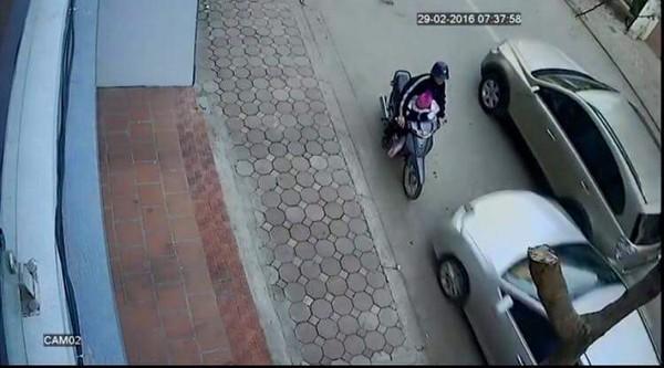 """Ai là người điều khiển xe """"điên"""" ở Hà Nội khiến 2 người lớn, 1 trẻ em tử vong?"""