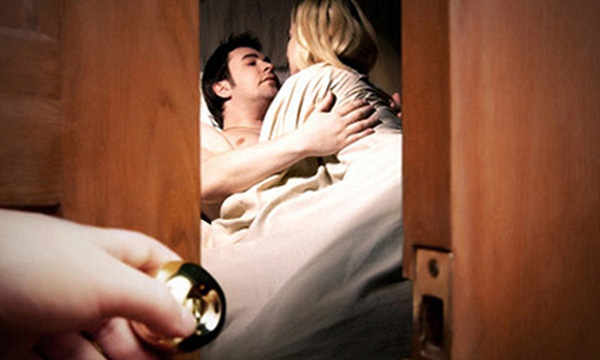 Ngoại tình dẫn đến ly hôn có thể bị phạt tù tới 3 năm