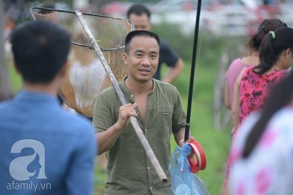 Hà Nội: Người dân đổ xô đi quăng lưới bắt cá sau bão số 3