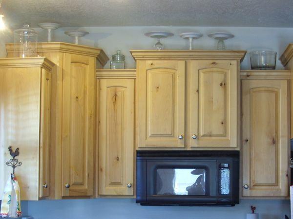 Mẹo tận dụng nóc tủ bếp để lưu trữ và trang trí bếp cực đỉnh 1