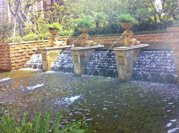Trang trí không gian sân vườn độc đáo bằng... nước 5