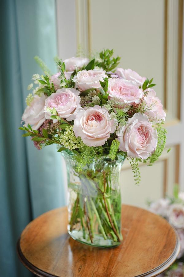 Gợi ý cách cắm hoa hồng ấn tượng cho từng không gian sống  2
