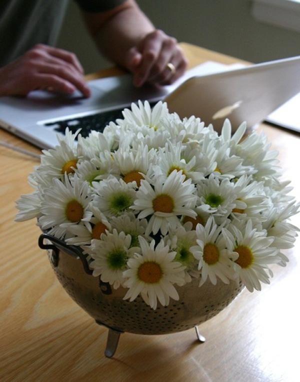 Cách chọn bình và cắm hoa cúc phù hợp với từng không gian sống 8