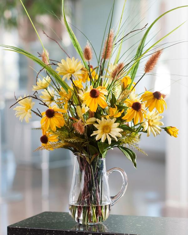 Cách chọn bình và cắm hoa cúc phù hợp với từng không gian sống 2