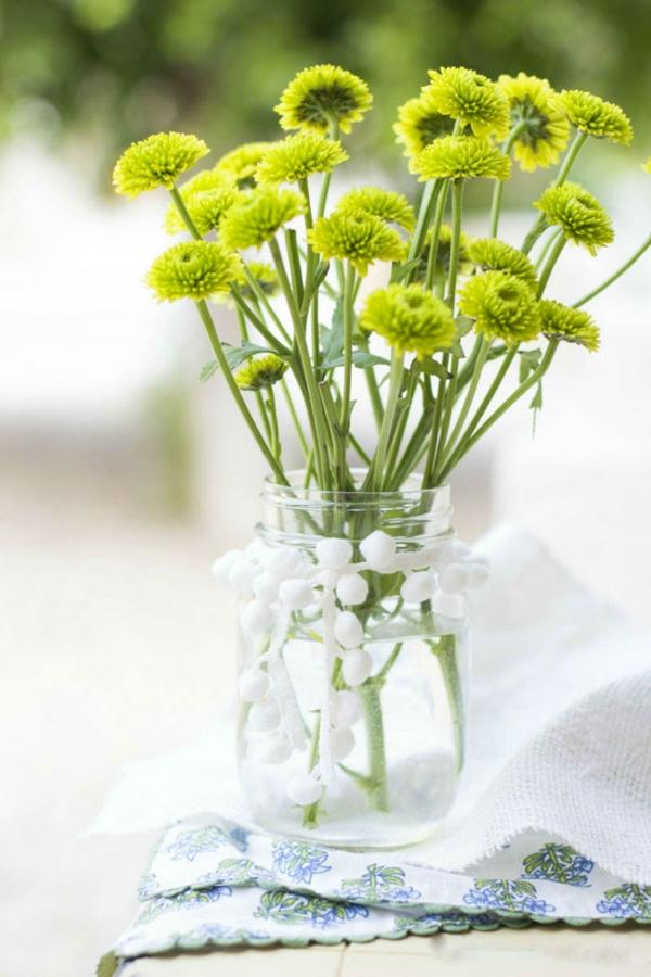 Cách chọn bình và cắm hoa cúc phù hợp với từng không gian sống 5