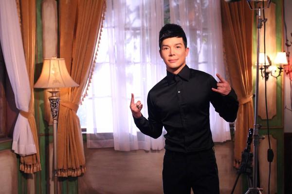 Ngọc Anh, Nathan Lee vui vẻ ôm ấp... trên giường 5