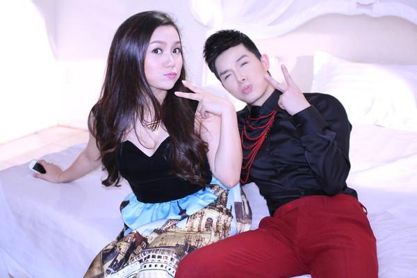 Ngọc Anh, Nathan Lee vui vẻ ôm ấp... trên giường 2