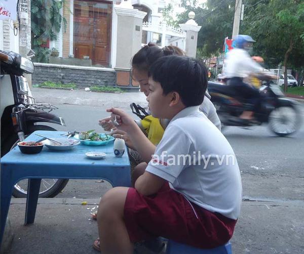 Sài Gòn: Bánh flan khu K300 béo, thơm, ngậy 9