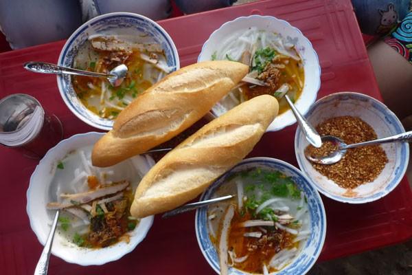 Đà Nẵng: Quá rẻ và ngon bát bánh canh cá nướng 7