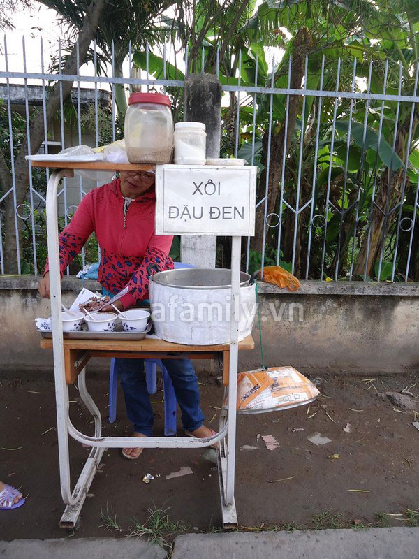 Sài Gòn: Ấm lòng gói xôi đậu đen xứ Quảng 1