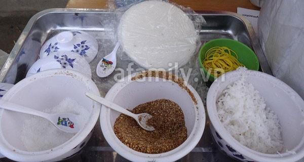 Sài Gòn: Ấm lòng gói xôi đậu đen xứ Quảng 3