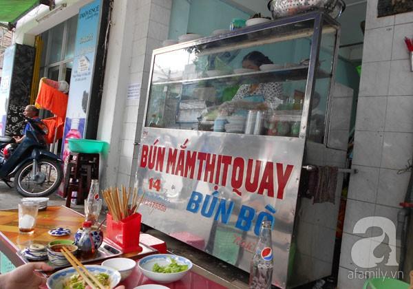 Đà Nẵng: Quá ngon với bún mắm thịt heo quay 1