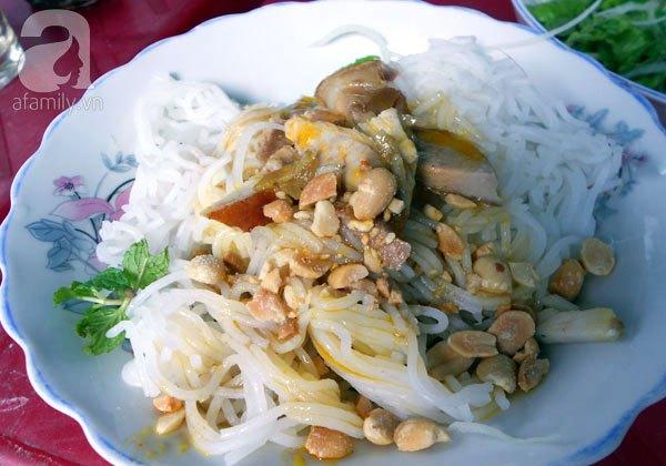 Đà Nẵng: Quá ngon với bún mắm thịt heo quay 7