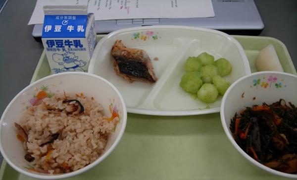 Bữa trưa ở trường của trẻ em Nhật và những điều thú vị ít người biết 4