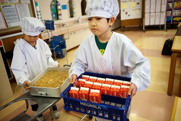 Những bài học trẻ em Nhật Bản được dạy từ bữa ăn trưa ở trường 1