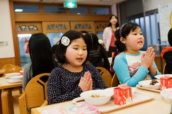 Những bài học trẻ em Nhật Bản được dạy từ bữa ăn trưa ở trường 11
