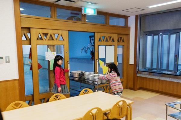 Những bài học trẻ em Nhật Bản được dạy từ bữa ăn trưa ở trường 14
