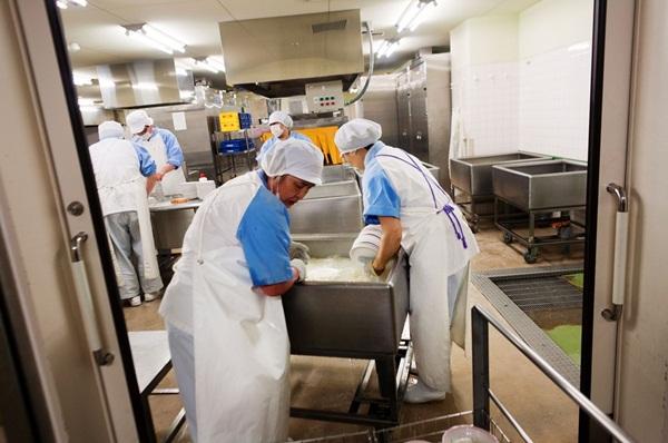 Những bài học trẻ em Nhật Bản được dạy từ bữa ăn trưa ở trường 16