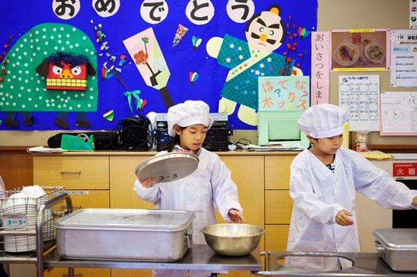 Những bài học trẻ em Nhật Bản được dạy từ bữa ăn trưa ở trường 3