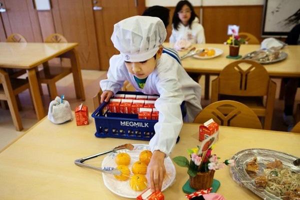 Những bài học trẻ em Nhật Bản được dạy từ bữa ăn trưa ở trường 4