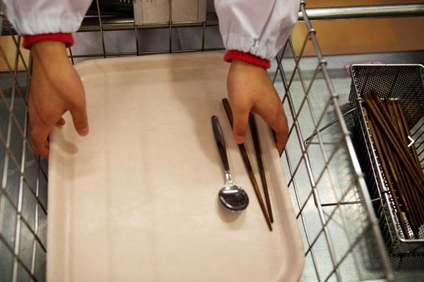 Những bài học trẻ em Nhật Bản được dạy từ bữa ăn trưa ở trường 5