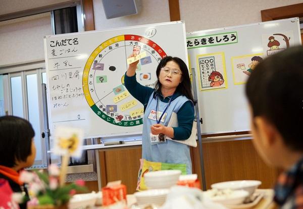 Những bài học trẻ em Nhật Bản được dạy từ bữa ăn trưa ở trường 6