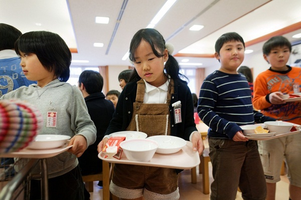 Những bài học trẻ em Nhật Bản được dạy từ bữa ăn trưa ở trường 7