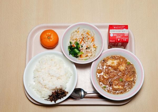 Những bài học trẻ em Nhật Bản được dạy từ bữa ăn trưa ở trường 9