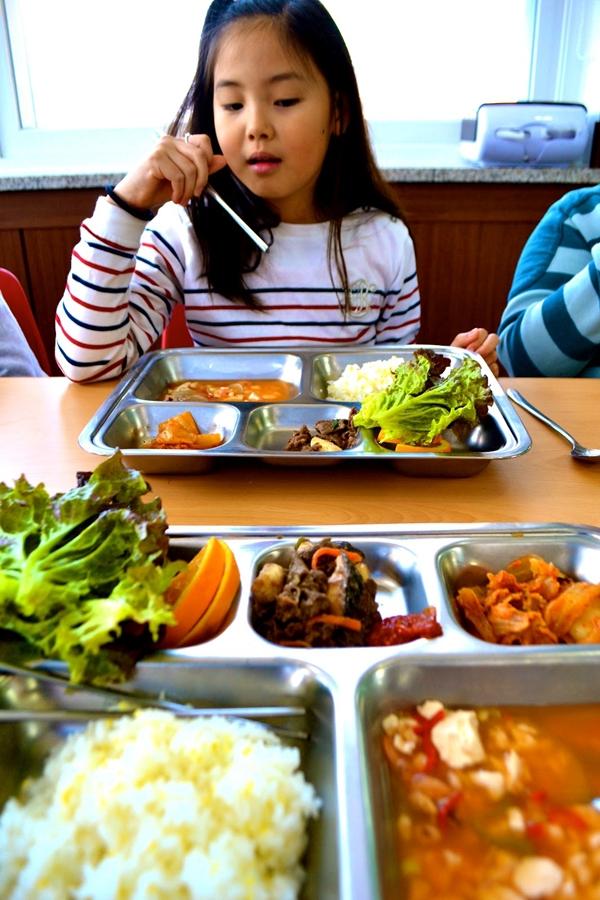 Những điều thú vị về bữa trưa ở trường của trẻ em Hàn Quốc 1
