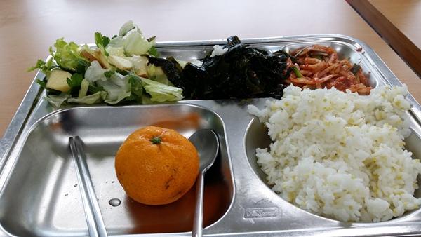 Những điều thú vị về bữa trưa ở trường của trẻ em Hàn Quốc 4
