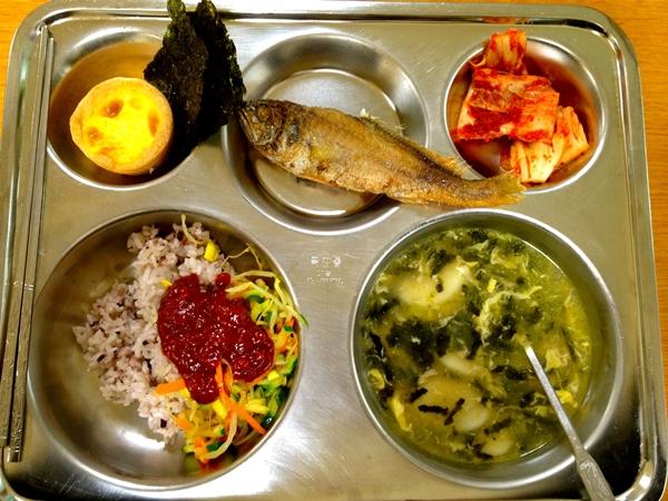 Những điều thú vị về bữa trưa ở trường của trẻ em Hàn Quốc 5