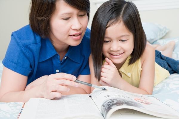 Kết quả hình ảnh cho đọc sách với con