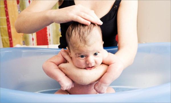Tắm cho trẻ sơ sinh 1