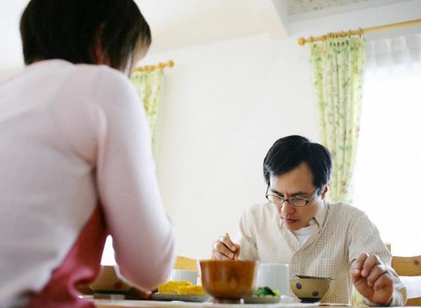 Chồng trả thù tôi bằng cách kể chuyện ngoại tình trong bữa ăn  2